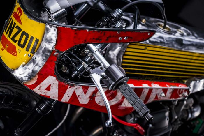 """Dettaglio della special """"Vibrazioni"""" su base Honda CB750SS (1979) by Vibrazioni Art Design. Come tutte le moto fatte a Massalombarda (RA), ha le sovrastrutture ricavate da vecchi bidoni di latta.(foto Callo Albanese)"""