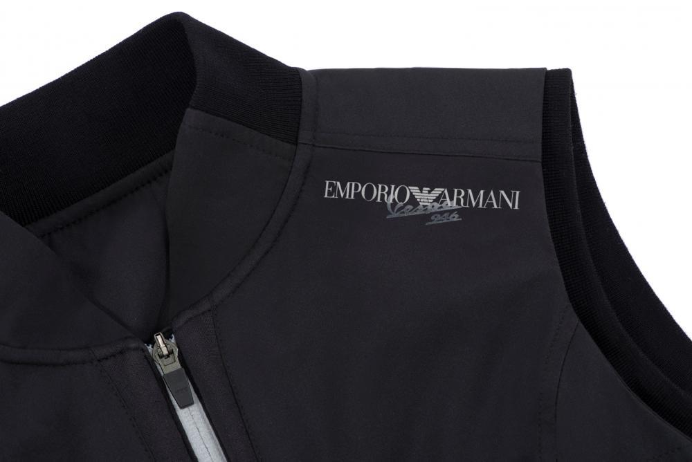 Vespa 946 Emporio Armani: la capsule collection di abbigliamento e accessori