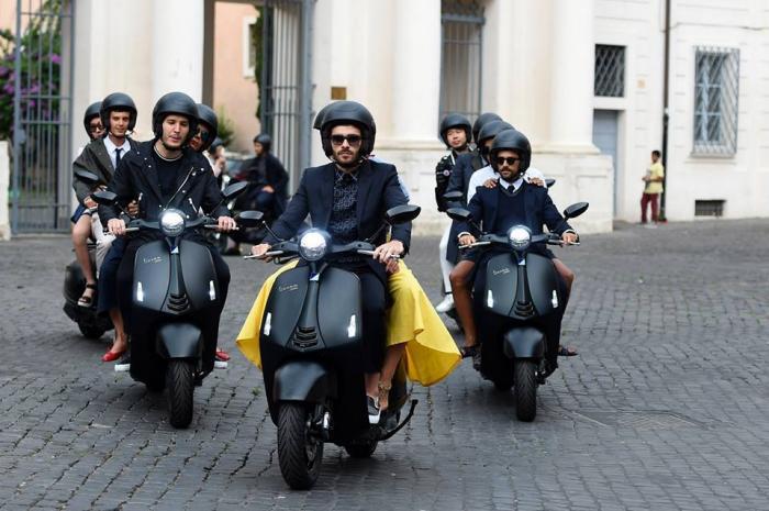 Vespa 946 Emporio Armani: look da diva