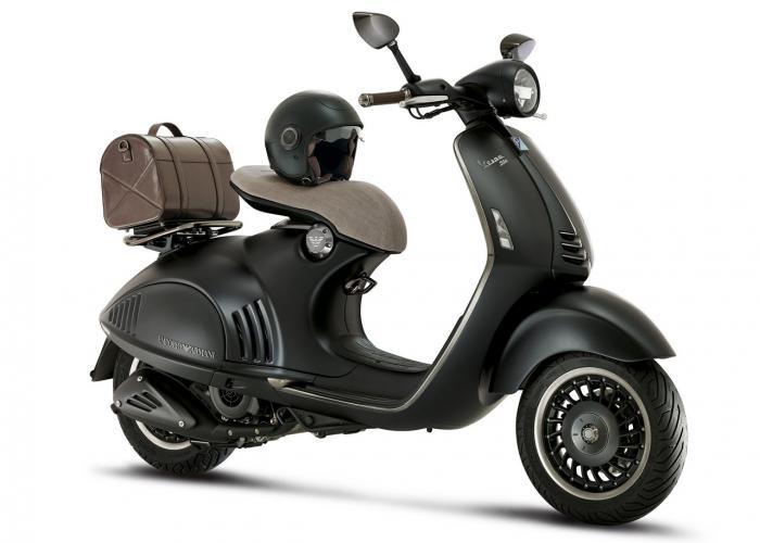 Vespa 946 Emporio Armani: 10.150 euro chiavi in mano. Qui lo scooter equipaggiato col... baulett