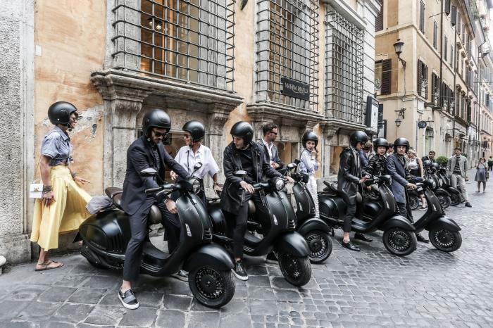 Vespa 946 Emporio Armani: 10.150 euro chiavi in mano. L'evento di presentazione a Roma