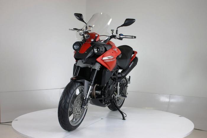 """Moto Morini Granpasso R 2016 (cerchi in lega con anteriore da 17""""). Colorazione in rosso, c'è anche argento con telaio rosso e cerchi neri o nel colore preferito dal cliente: Moto Morini gliela fa """"su misura"""""""