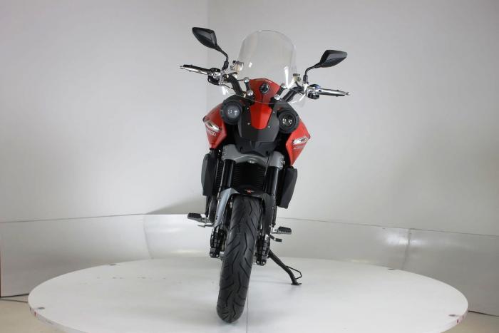 """Moto Morini Granpasso R: novità 2016 coon cerchi in lega con anteriore da 17"""". Colorazione in rosso, c'è anche argento con telaio rosso e cerchi neri o nel colore preferito dal cliente: Moto Morini gliela fa """"su misura"""""""