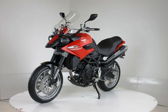 """Nuova Moto Morini Granpasso R 2016 (cerchi in lega con anteriore da 17""""). Colorazione in rosso, c'è anche argento con telaio rosso e cerchi neri o nel colore preferito dal cliente: Moto Morini gliela fa """"su misura"""""""
