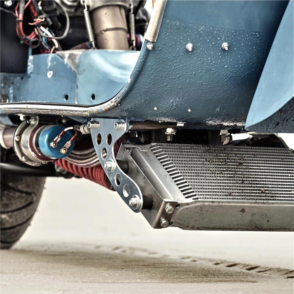 Vespa modificata, special con motore Husqvarna 360 cc: Ten Inch Terror. Il radiatore