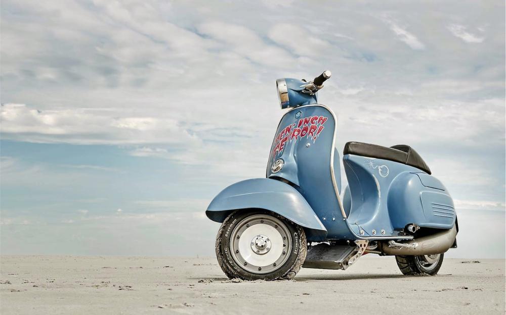 Vespa modificata, special con motore Husqvarna 360 cc: Ten Inch Terror. Bassa e cattiva, ma è sempre una Vespa