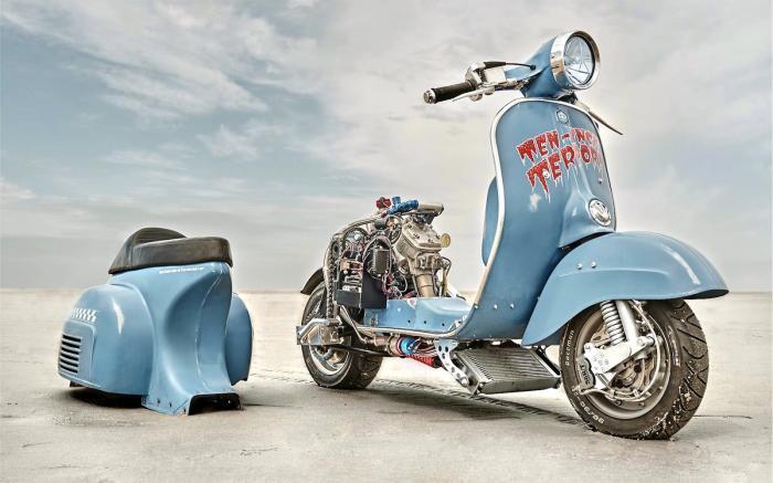 Vespa modificata, special con motore Husqvarna 360 cc: Ten Inch Terror. 55 CV, avantreno di una Rally, ma modificato per ospitare un ammortizzatore racing e pinza freno ad attacco radiale. Scocca posteriore removibile
