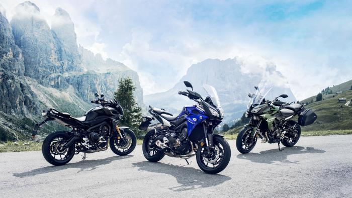 Yamaha Tracer 900 2017 nella tre livree disponibili: Tech Black, Yamaha Blue e Mountain Green