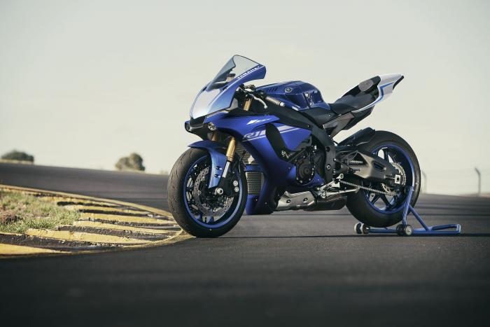 Yamaha YZF-R1 2017 nella livrea Race Blu