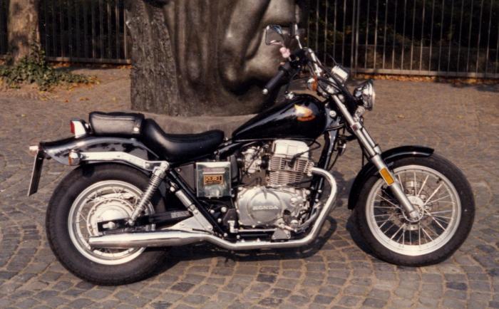 """La """"vecchia"""" Honda Rebel 450"""