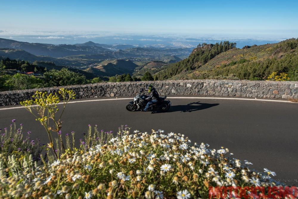 Viaggio in moto in Spagna: a Gran Canaria con la Ducati XDiavel. In curva sulla spettacolare GC-130