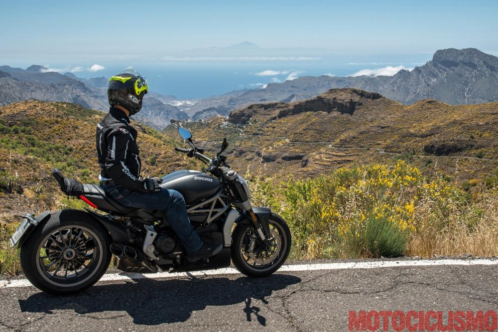 Viaggio in moto in Spagna: a Gran Canaria con la Ducati XDiavel. Paesaggio spettacolare visto dalla GC606