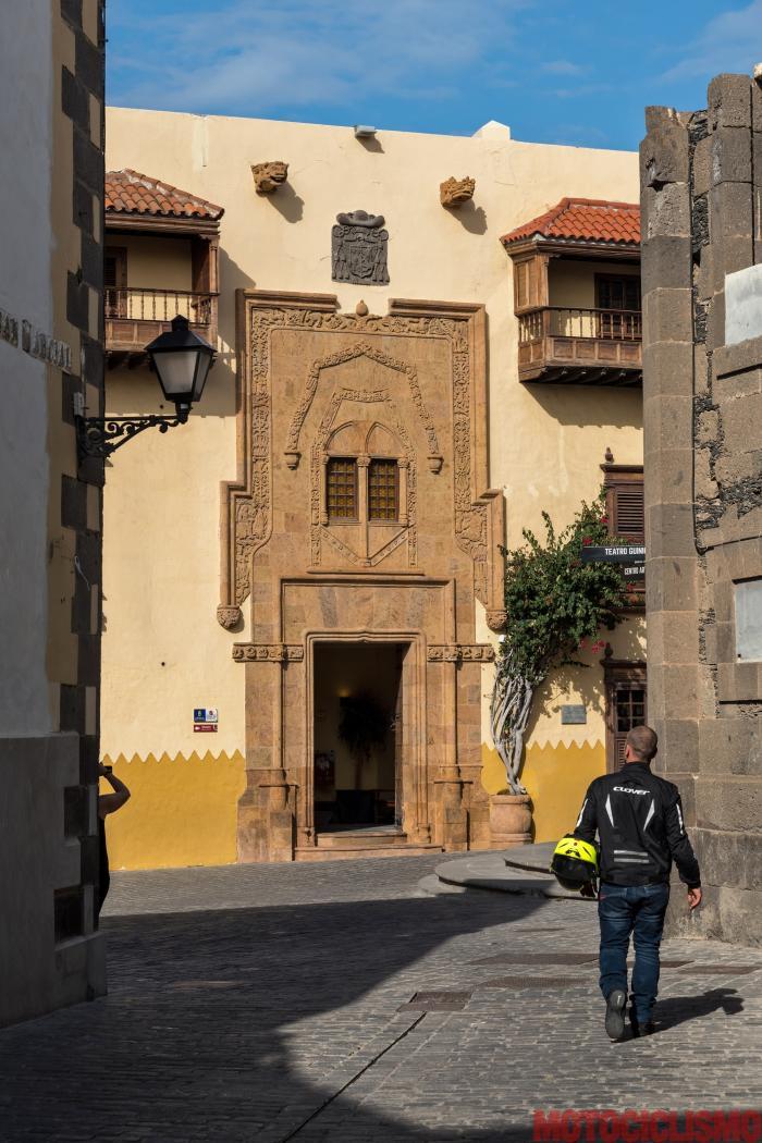 Viaggio in moto in Spagna: a Gran Canaria con la Ducati XDiavel. Museo Casa de Colòn, nel quartiere storico di Vegueta a Las Palmas.