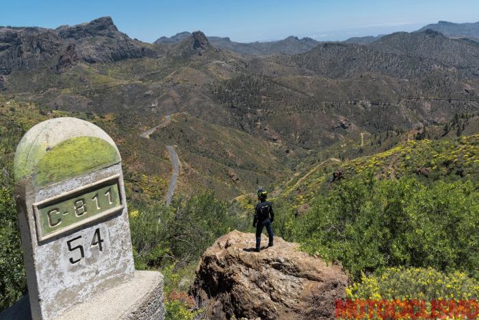 Viaggio in moto in Spagna: a Gran Canaria con la Ducati XDiavel. La GC-15, una delle strade che portano alla Cruz de Tejeda, che segna il centro geografico dell'Isola