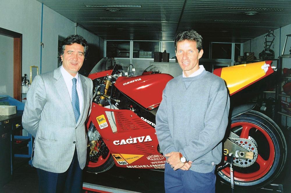 Dopo il ritorno in Yamana nel 1990, Eddie Lawson cambia completamente scenario, firmando con la Cagiva. La C591 nasce bene, consentendo alla Casa italiana di fare terzi posti (a Misano e al Paul Ricard: Eddie termina il Campionato in sesta posizione). Qui la versione full carbon, rimasta allo stadio di prototipo