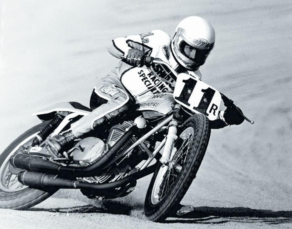 Campione novizi della California nel 1974, Lawson raccoglie i primi importanti successi nel Dirt-track, specialità in cui affina lo stile di guida. Qui lo vediamo con una Yamaha motorizzata XS 650