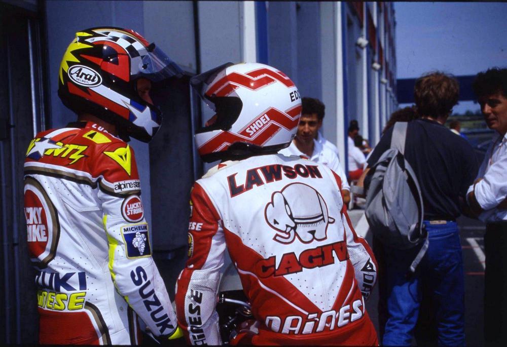 Eddie Lawson nel 1992, il suo secondo anno in Cagiva. Qui è col suo amico e rivale, Kevin Schwantz