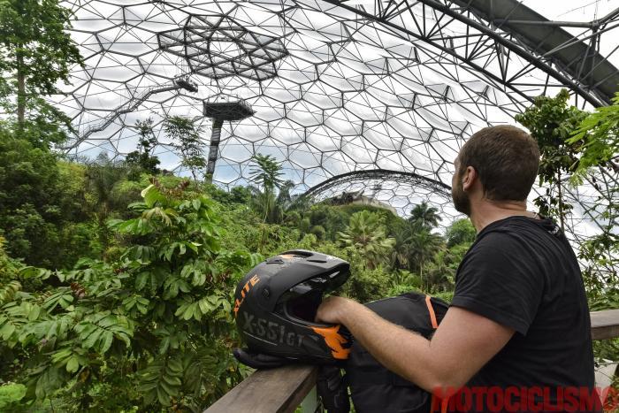 Viaggio in moto in Cornovaglia. L'Eden Project, la più grande e avveniristica serra del pianeta diventata anche il simbolo più famoso della Cornovaglia