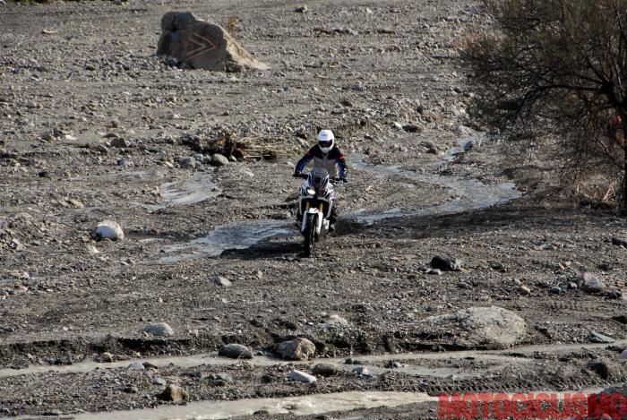 Per prepararsi all'impresa in Cile, le Africa Twin hanno svolto dei test sull'Etna (la terra del vulcano siciliano presenta grandi somiglianze con quello cileno)