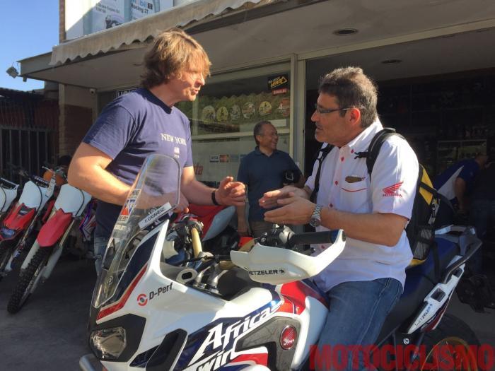 """Insieme a Francesco Catanese (tester di Motociclismo), partecipano alla """"Scalata dei record"""" anche Carlo Fiorani, direttore della comunicazione di Honda Racing, Salvo Pennisi, direttore sperimentazione Metzeler, e altri tecnici e professionisti"""