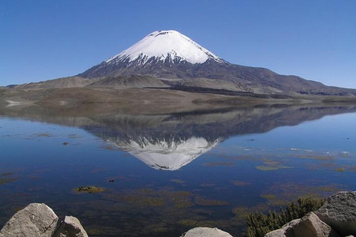 """Il Nevado Ojos de Salado, il vulcano attivo più alto del mondo (6.890 m), al confine nord tra Cile e Argentina. E' il teatro dell'impresa che vede il nostro Francesco Catanese alla caccia di tre record di """"motociclismo in altura"""""""