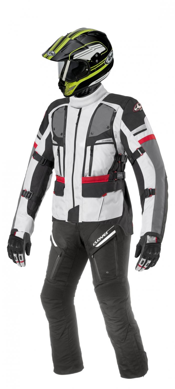 L'abbigliamento Clover e il casco Arai usati nell'impresa in Cile da Catanese. Giacca Dakar, pantaloni GT Pro 2 WP, guanti Granturismo WP; casco Tour-X 4