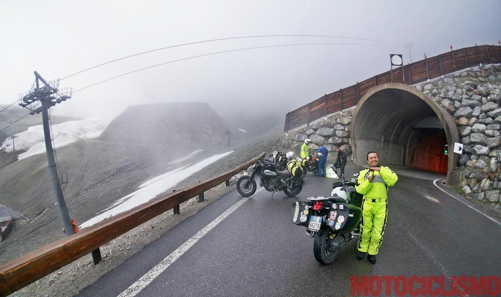 Mega comparativa turistica: la 24 Ore delle Alpi. Tappa 3: Biasca (Canton Ticino, Svizzera) – Dalmine (BG). Incontri sul Tiefenbachferner. Il personaggio in giallo è Luca Fonio