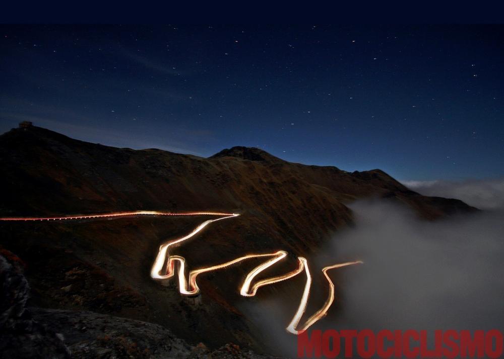 Mega comparativa turistica: la 24 Ore delle Alpi. Tappa 3: Biasca (Canton Ticino, Svizzera) – Dalmine (BG). Classica foto in notturna sullo Stelvio