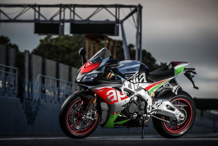 Aprilia RSV4 RF 2017: test in pista al Cremona Circuit di San Martino del Lago