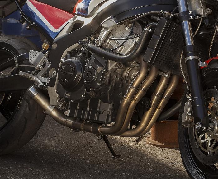 Codacorta è realizzata sulla base di una Honda CBR900RR, ai clienti quindi la possibilità di scegliere tra le tre cilindrate disponibili (in base alla versione della Fireblade): 853, 918 e 919 cc, tutte a carburatori ed in grado di erogare fino a 130 CV.