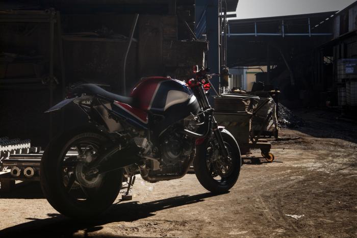 """""""Codacorta"""", la special creata da Foolishgarage su base Honda CBR900RR, è un mix tra una streetfighter e una café racer: una street racer!"""