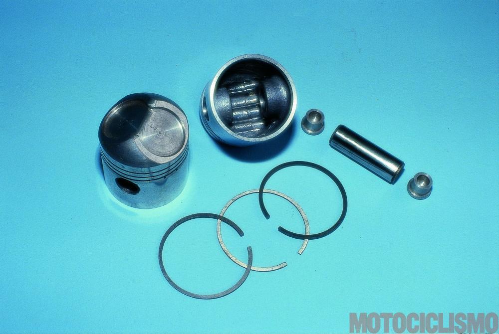 Moto Guzzi 8 cilindri GP 500 (1955-57): i pistoni avevano la testa a cuspide particolarmente pronunciata e recavano alette di raffreddamento e irrigidimento al loro interno.