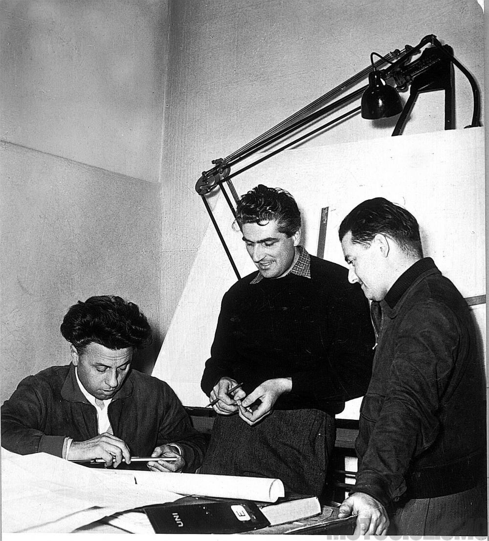 Moto Guzzi 8 cilindri GP 500 (1955-57): la squadra che ha realizzato la 8 cilindri: da sinistra, l'ingegnere Giulio Cesare Carcano, i tecnici Enrico Cantoni e Umberto Todero.