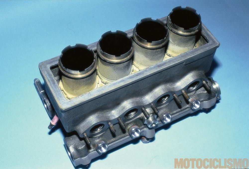 Moto Guzzi 8 cilindri GP 500 (1955-57): una test con avvitati 4 degli 8 cilindri. Notare l'inclinazione della candela