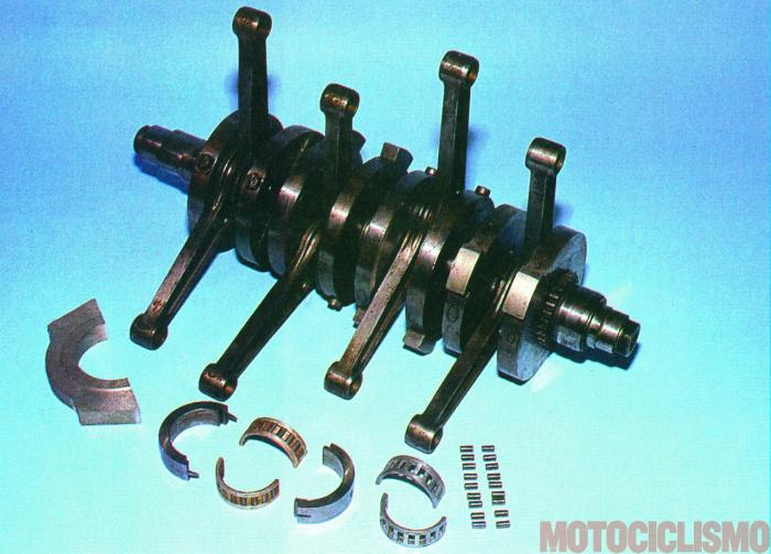 Moto Guzzi 8 cilindri GP 500 (1955-57): l'albero motore composito con le manovelle a 90°. Rispetto alla prima versione a 180° si riduceva lo sforzo torsionale e quello sui tiranti di fissaggio dei supporti di banco.