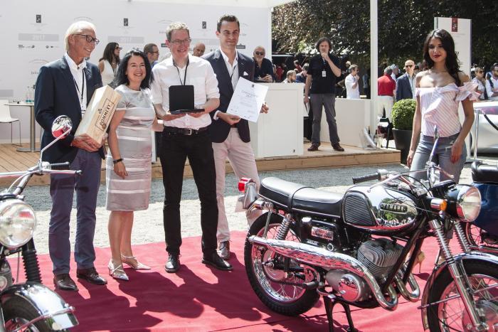 Concorso di Motociclette 2017: premiazione della vincitrice della Classe C, la Yamaha YM2C del 1967