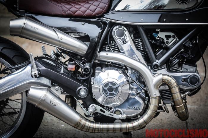 """Sulla Ducati Scrambler special """"Essenza"""" by South Garage il carter motore e il forcellone in alluminio sono lucidati a specchio"""
