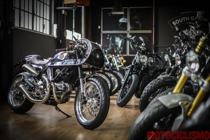 """Ducati Scrambler special """"Essenza"""" nello show room di South Garage a Milano"""