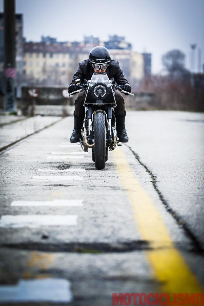 """Ducati Scrambler special """"Essenza"""" by South Garage: naso nel cupolino, sguardo verso l'orizzonte e gas spalancato, inseguiti dal rombo dello scarico artigianale, che regala più potenza e fluidità d'erogazione"""
