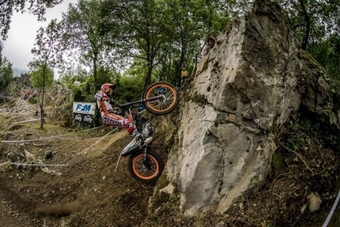 Mondiale Trial Outdoor 2017, Lourdes, Fujinami scala una parete
