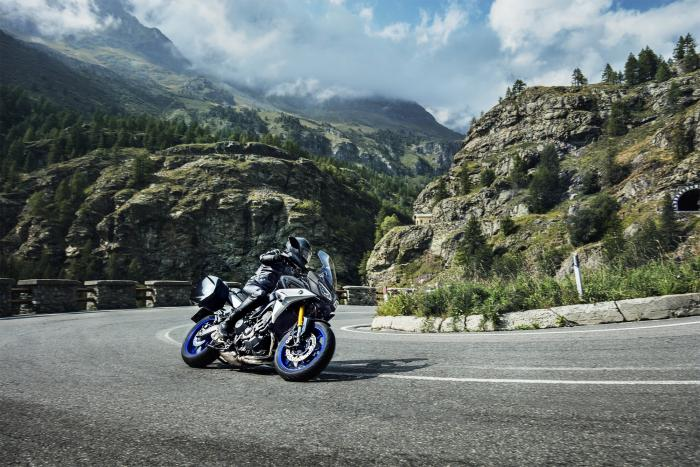 Yamaha Tracer 900 GT è equipaggiata con il QSS (Quick Shift System), il cambio elettronico di ultima generazione