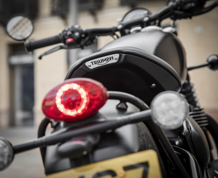 Il faro della Triumph Bonneville Bobber Black 2018