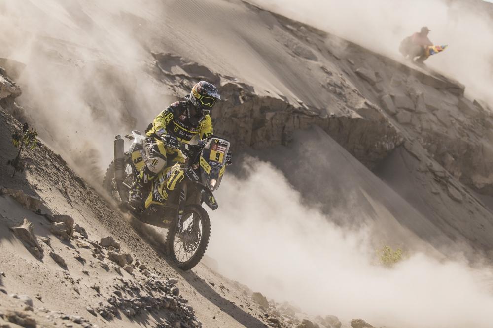 Stefan Svitko in sella alla sua KTM nella quarta tappa della Dakar 2018