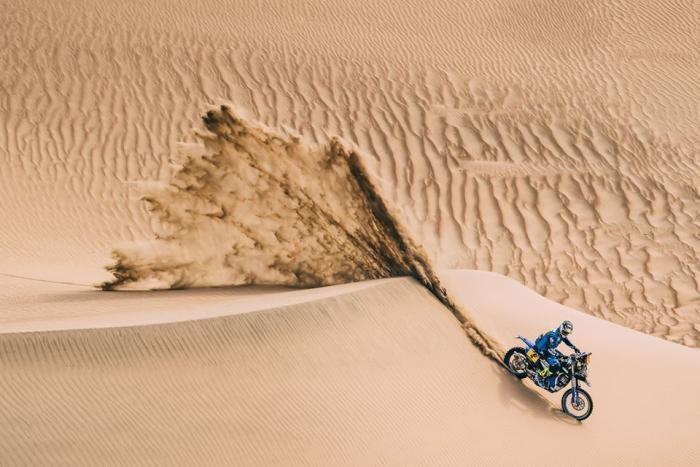steep sand dune pursued - 700×467