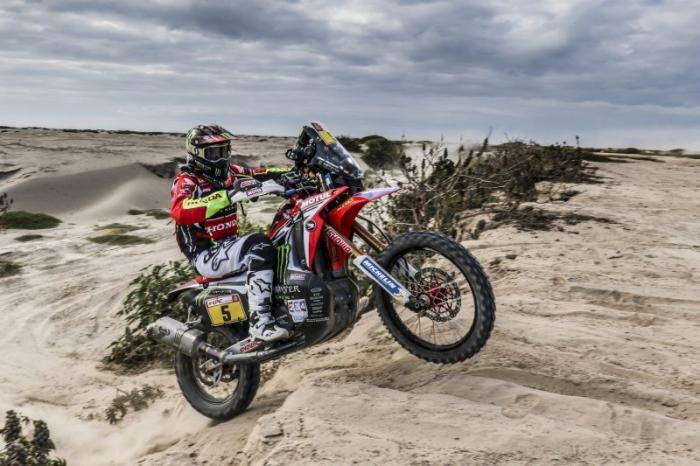 Joan Barreda in sella alla sua Honda nella quarta tappa della Dakar 2018