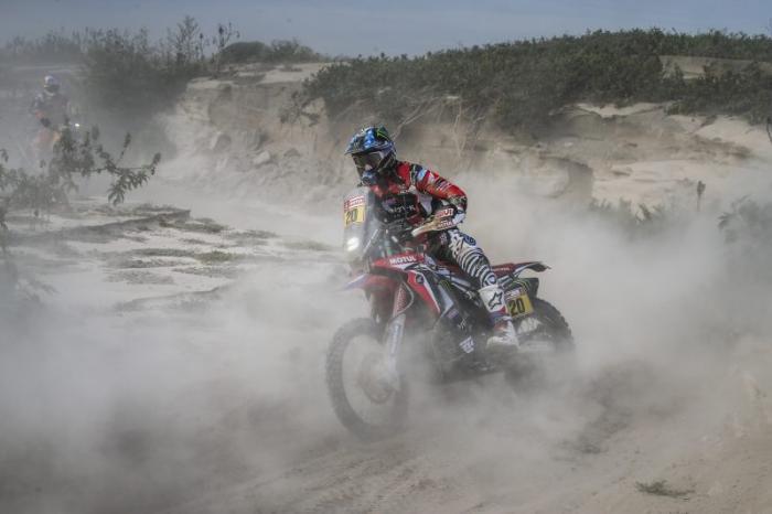 Ricky Brabec in sella alla sua Honda nella quarta tappa della Dakar 2018