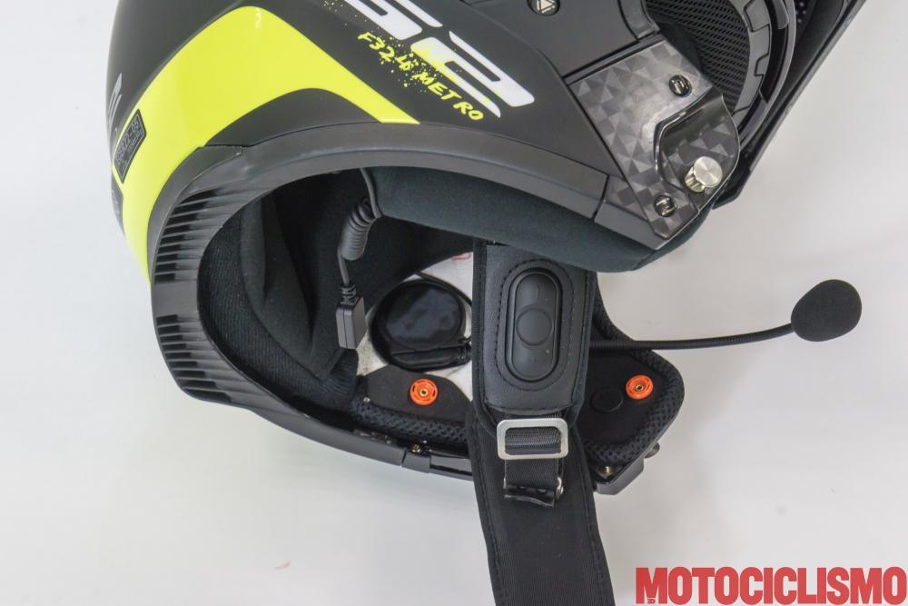 Interfono Linkin Ride Pal II + LS2 Metro FF324: i comandi vocali perfettamente integrati nell'imbottitura del cinturino, il design del casco non viene in alcun modo alterato, tutti i componenti rimangono interni.