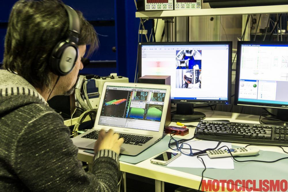 Per i test in laboratorio degli interfoni ci siamo rivolti ad un laboratorio specializzato in test di omologazione, la Newton di Mazzo di Rho (MI), dove vengono provati anche i caschi da Formula1