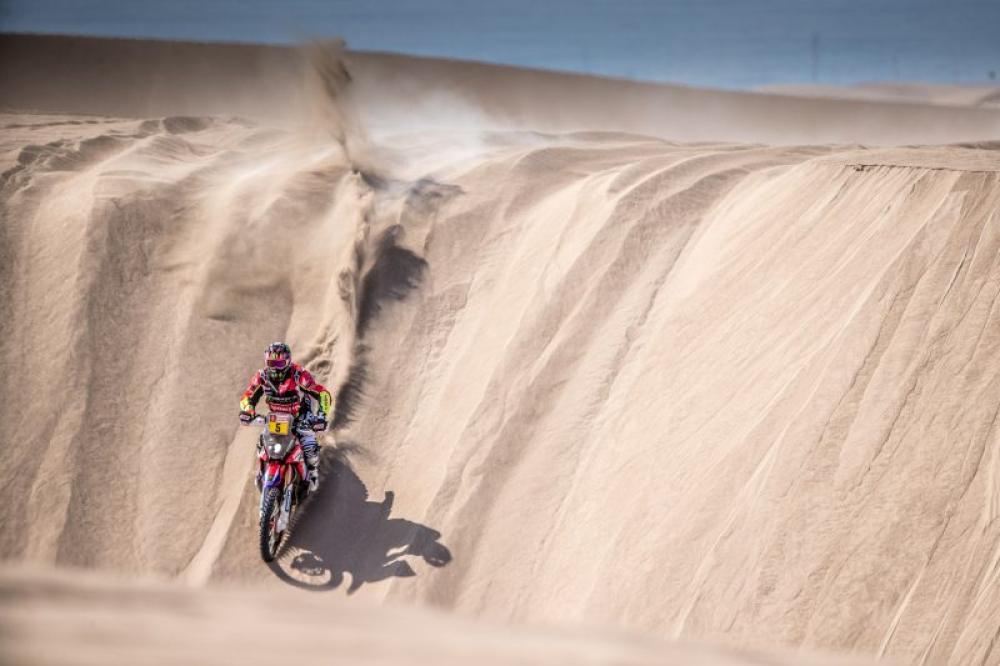 Joan Barreda in sella alla sua Honda nella quinta tappa della Dakar 2018