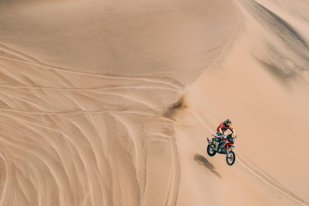 Joan Barreda Bort in sella alla sua Honda durante la Dakar 2018